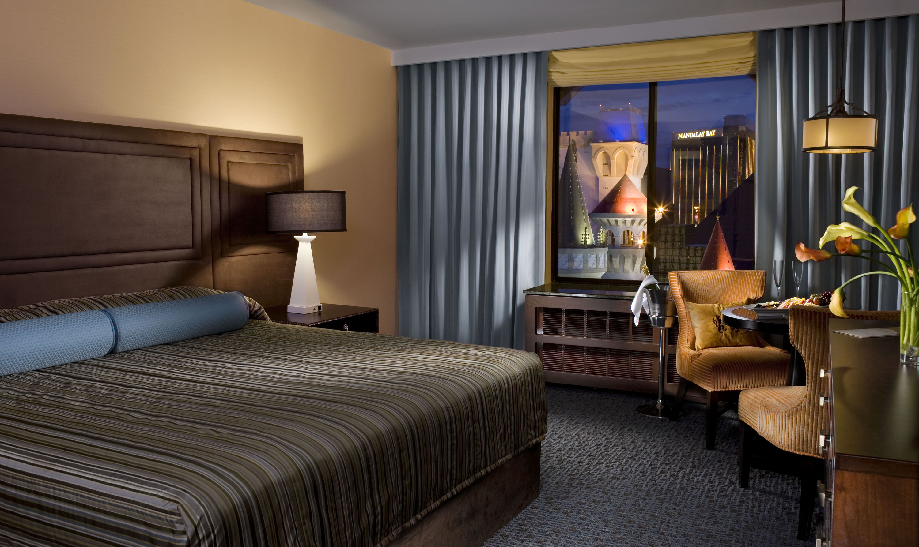 Planet Hollywood Towers 2 Bedroom Suite 2 Bedroom Suites Las Vegas Casino Hrh Allsuite Tower Pool Queen
