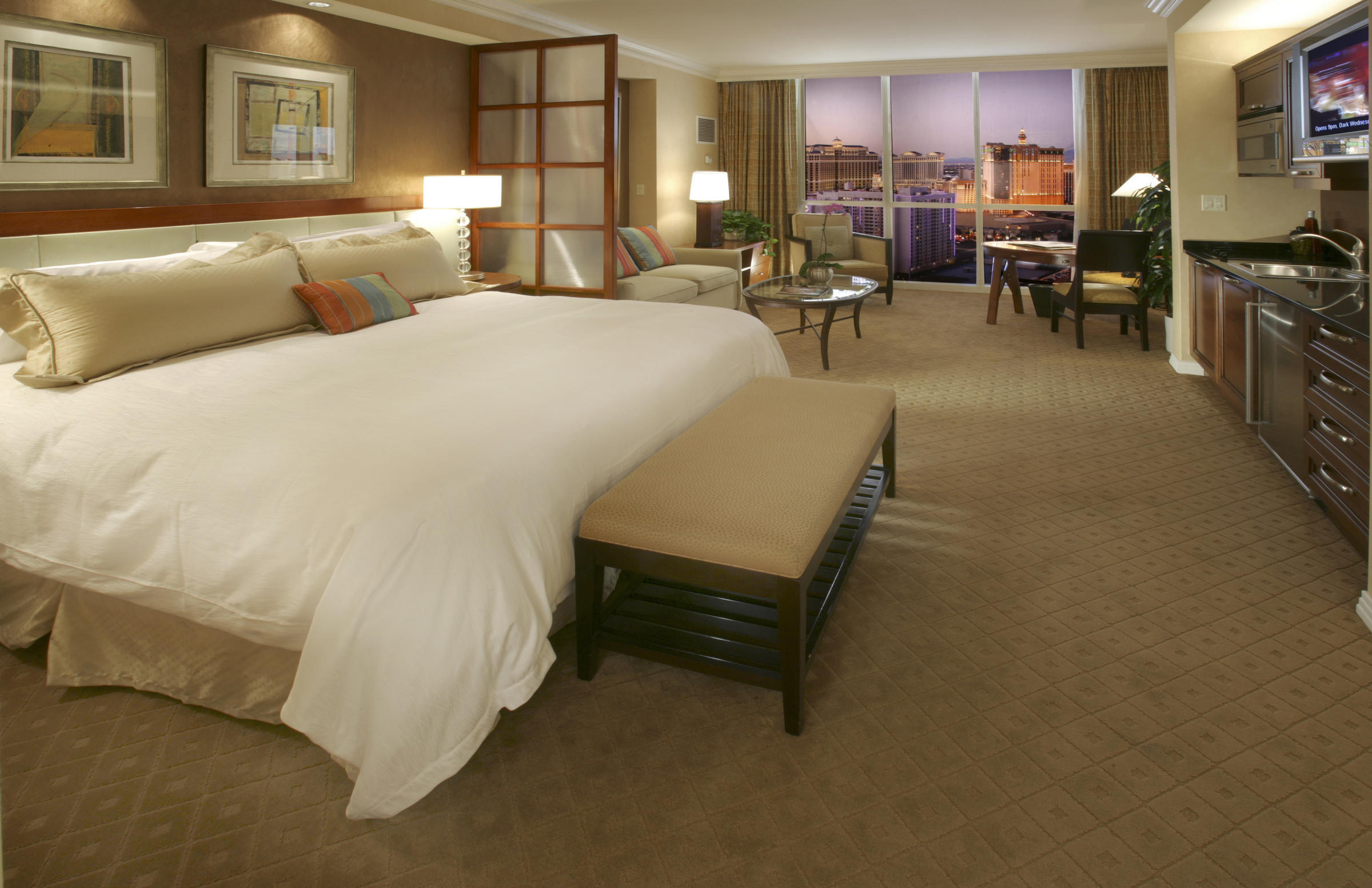 Las vegas for brits signature at mgm grand - Mgm signature one bedroom balcony suite ...